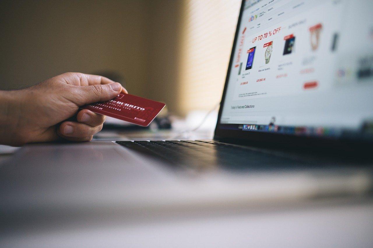 Światowy retail traci rocznie ponad 600 mld USD na zwrotach – jaki koszt ponoszą