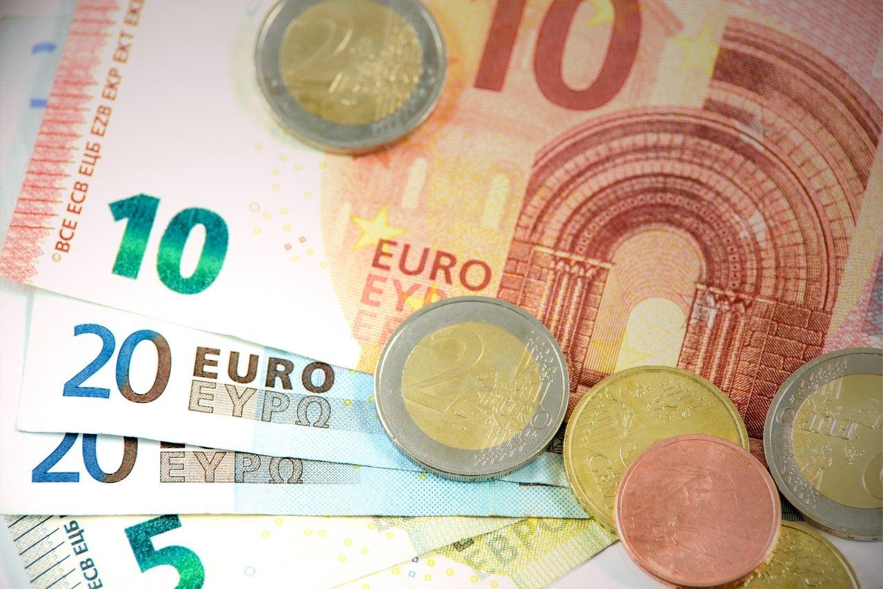 wymiana walut w kantorze